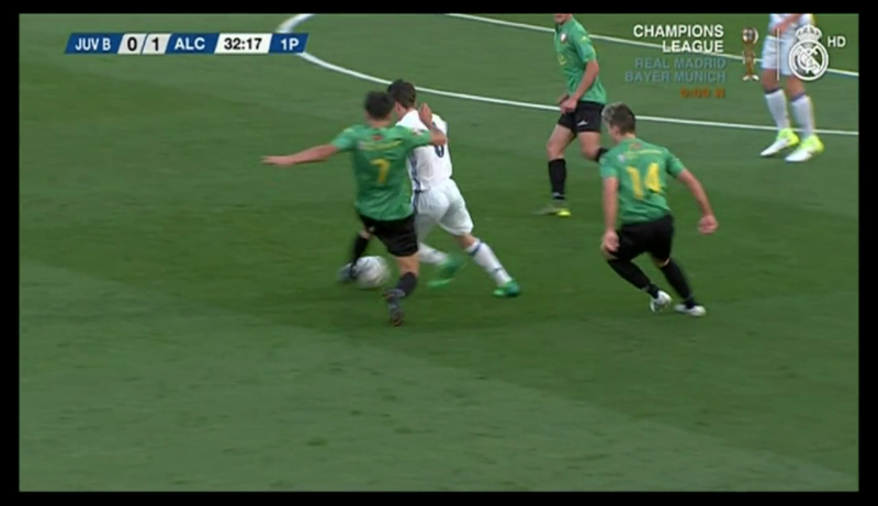 KEVIN CASTRO AND OSCAR PAN HIGHLIGHT AND SURPRISE AT THE REAL MADRID TELEVISION CAMERAS.