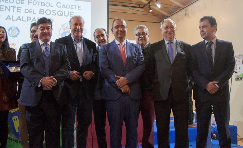 VICENTE DEL BOSQUE, SELECCIONADOR DE LA ESPAÑA CAMPEONA DEL MUNDO, CON LA A.C. INTERSOCCER EN ALALPARDO.-