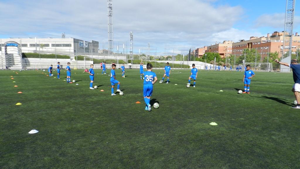 Campus & Stage de FOOTBALL BRISBANE EN VALDELASFUENTES de Alcobendas