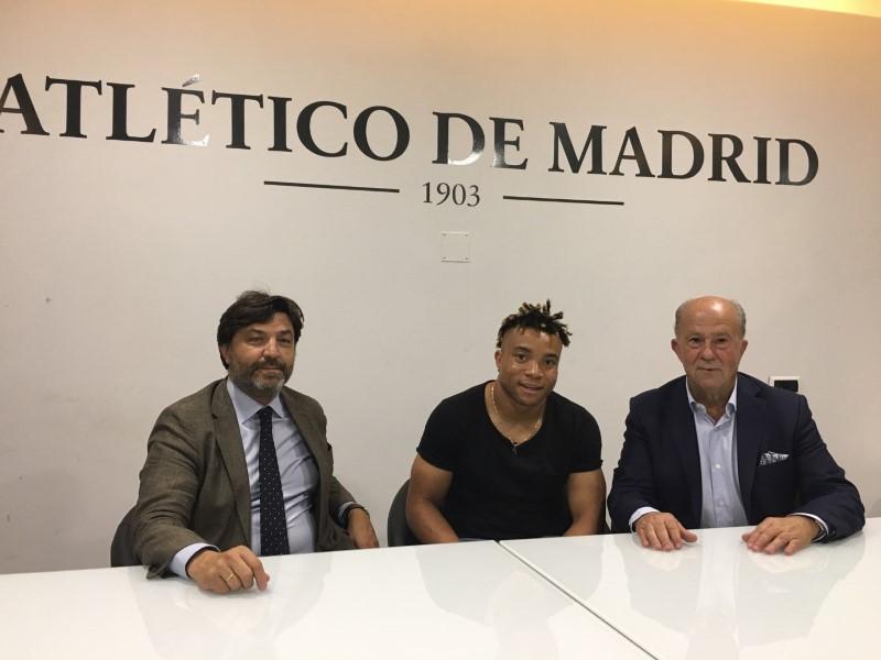 PIERRE KUNDE, ANTIGUO ALUMNO DE INTERSOCCER, FIRMA SU INCORPORACIÓN A LA PRIMERA PLANTILLA DEL CLUB ATLÉTICO DE MADRID.-